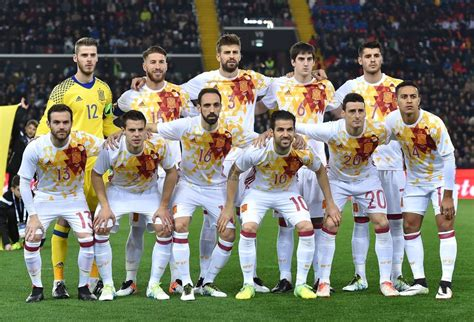 1 1: España empata en Italia, pero pierde en fútbol ...