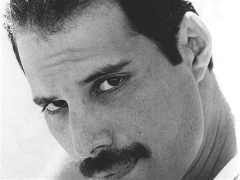 10 Canciones de Queen en homenaje a Freddie Mercury ...