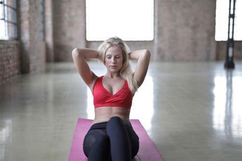 10 ejercicios abdominales hipopresivos para hacer en casa