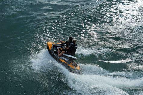 10 estupendos nuevos barcos a motor del 2014   boats.com