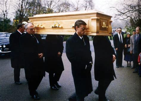 1000+ ideas about Freddie Mercury Funeral on Pinterest ...