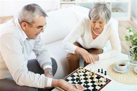 12 juegos divertidos para personas mayores | familiados.com
