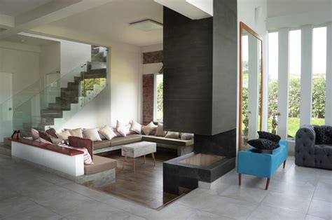 15 salas modernas con piso en desnivel (¡te van a encantar!)