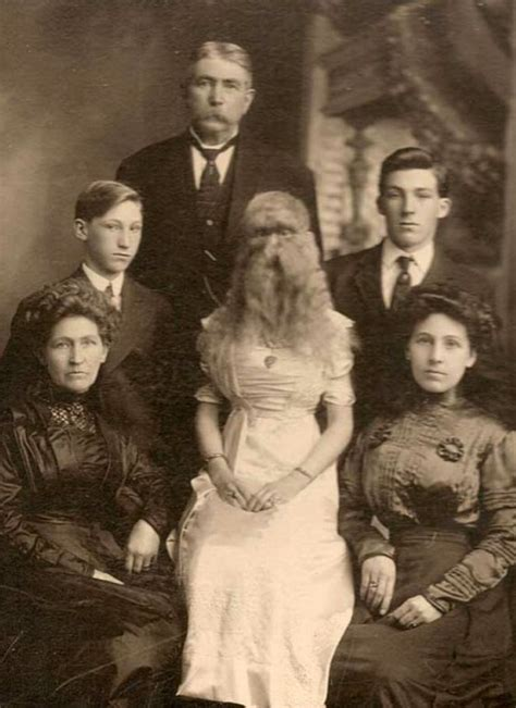 15 Vintage Family Photos That Will Make You Feel 'Normal ...