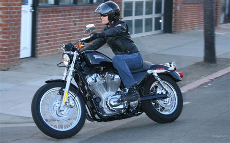 2007 Harley Davidson XL883R Sportster: pics, specs and ...