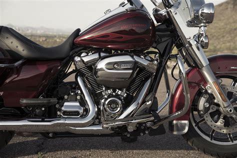 2017 Harley Davidson Road King Buyer s Guide   Specs & Price