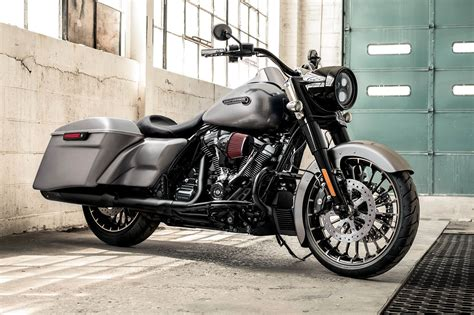 2017 Harley Davidson® Road King® Offers Smart Touring Features