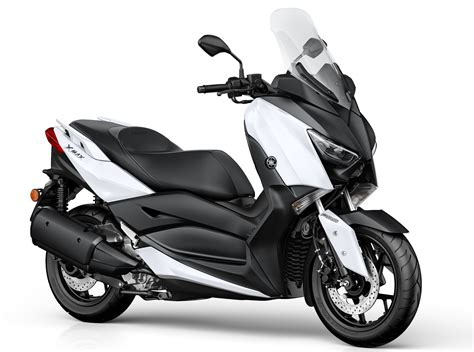 2017 Yamaha X-Max 300 scooter launched in Europe Image 565713