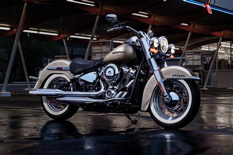 2018 Softail Deluxe Harley-Davidson Cruisers - Review