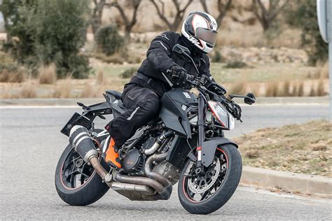 2019 KTM 1290 Super Duke R caught testing - BikesRepublic