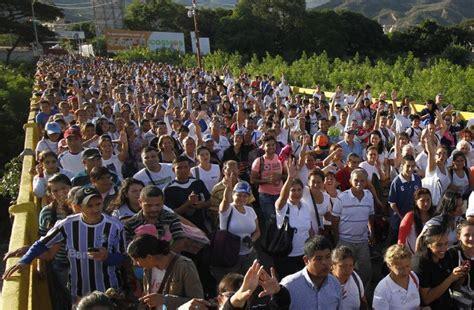 35.000 venezolanos cruzan la frontera de Colombia para ...