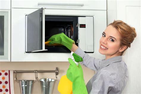 4 sencillas formas de limpiar el microondas - La Casa Tecno