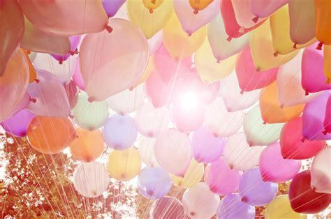 4 trucos de decoración con globos ideales para fiestas ...