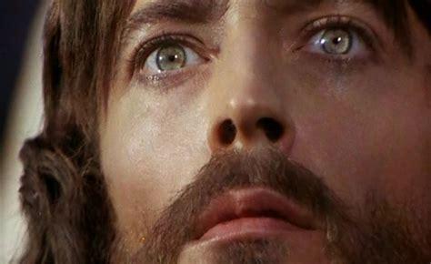 5 historias de  Jesús de Nazaret , emblemática película de ...