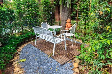 7 ideas para decorar un jardín pequeño — Mejor con Salud