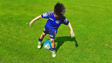 7 Year Old Wonderkid Showing Amazing Football Skills for ...