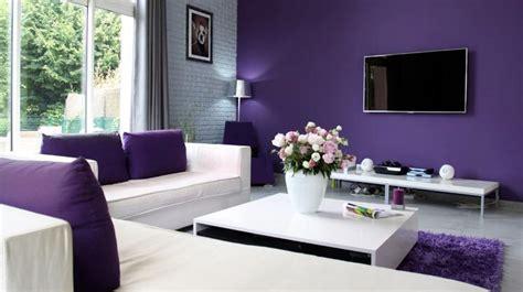 A mi manera: Pintar la sala de estar en color púrpura y ...
