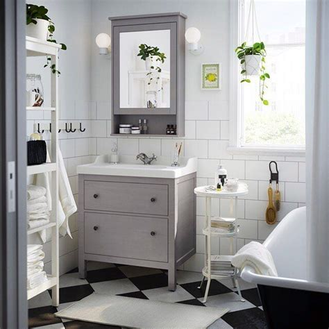 A traditional approach to an organized #bathroom   that s ...