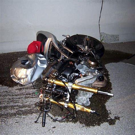 Accidente horrible en motocicleta  fotos fuertes  | DOGGUIE