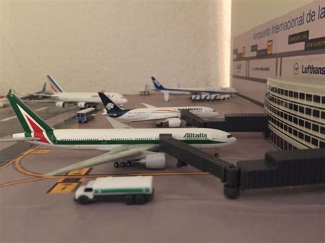 Aeropuerto A Escala Aviones Escala Modelismo Set   $ 599 ...