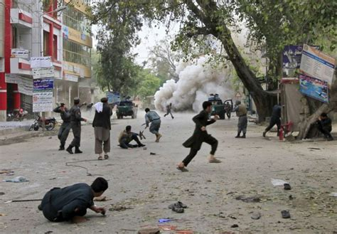 Afghanistan: suicide bomb kills 33, injures more than 100 ...