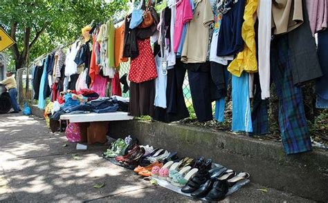 Africanizados: Repuntan ventas de ropa usada por lo caro ...