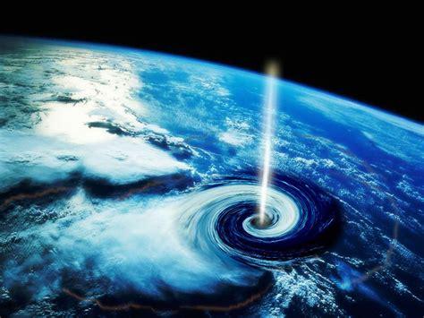 Agujeros negros pueden atravesar la Tierra - Universo ...