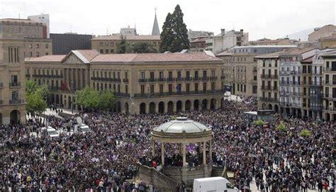 Al menos 35.000 personas recorren Pamplona contra la ...