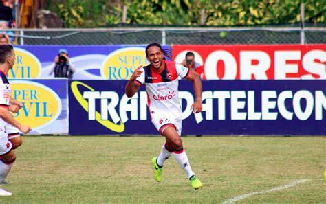 Alajuelense estrenó piel y torneo con triunfo ante Grecia ...