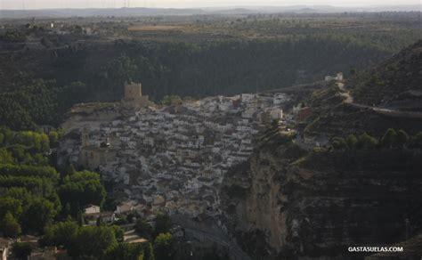 Alcalá del Júcar (Albacete): Un pueblo de cuevas con ...