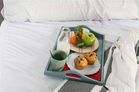 Alimentos que ayudan a dormir bien y alimentos malos para ...