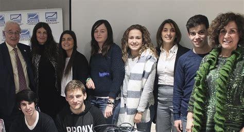 Alumnos de ADE acude a una charla sobre LiberbankNoticias ...