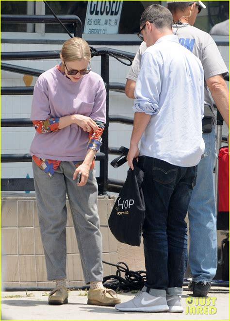 Amanda Seyfried & Boyfriend Thomas Sadoski Make It ...