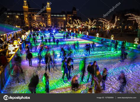 Amsterdam, Holanda - 12 de enero de 2017: Skate de muchas ...