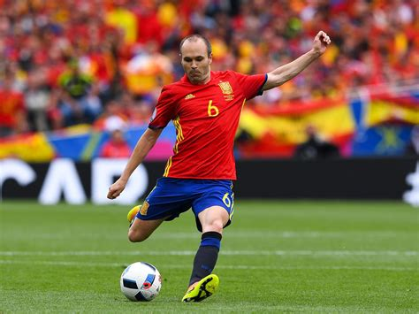 Andres Iniesta among greatest ever players, says Petr Cech ...