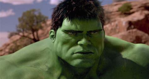 Ang Lee:  Devia ter me divertido mais com o Hulk ...