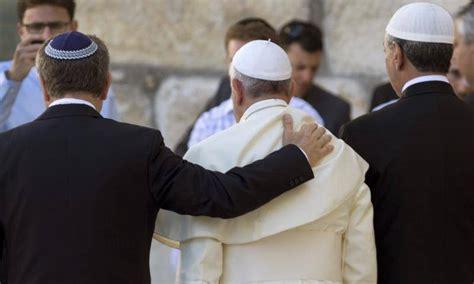 Antes con la masonería que con la Cruz: El Papa Francisco ...
