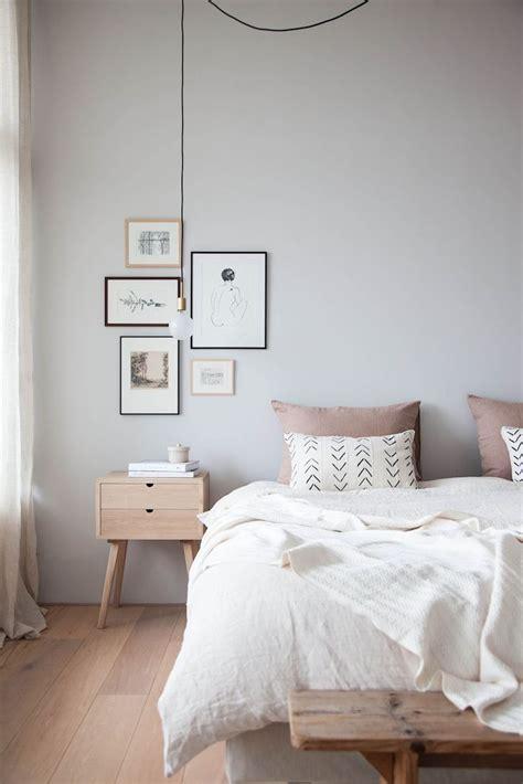 Antes y después en decoración: dormitorio minimalista y cálido