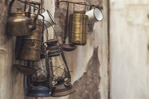 Antigüedades, piezas de almoneda y muebles usados online.