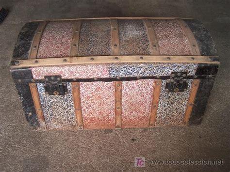 antiguo baúl de madera chapado de metal repujad   Comprar ...