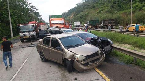 Aparatoso accidente deja 10 heridos y 15 autos chocados ...