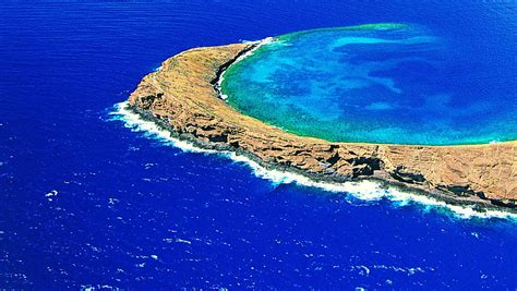 Aparece una extraña y peligrosa isla en el Triángulo de ...