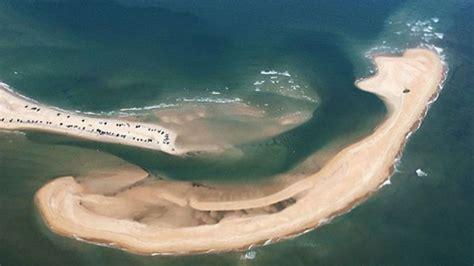 Apareció una extraña y peligrosa isla en el Triángulo de ...