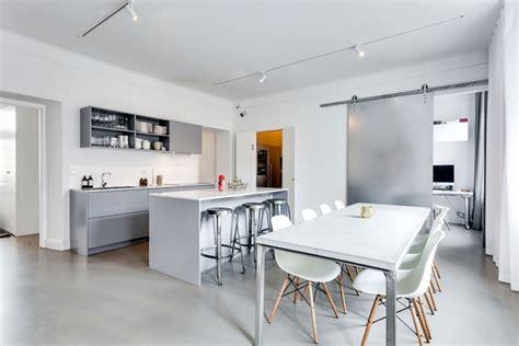Apartamento moderno industrial con decoración masculina