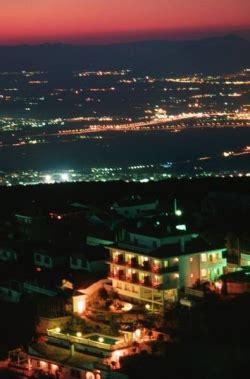 Apartamentos Turísticos Cumbres Verdes en La Zubia ...