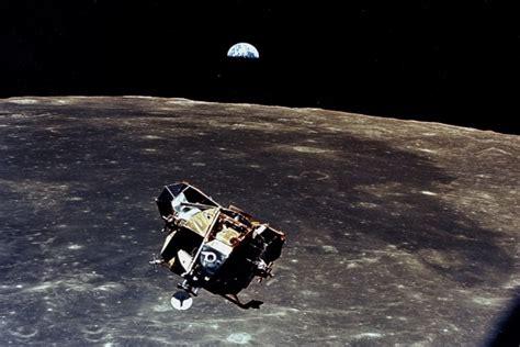 Apolo 11 orbitando sobre la Luna  60957