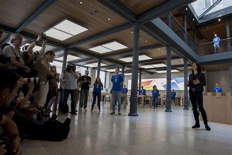 Apple inaugura su nueva tienda en la Puerta del Sol en ...