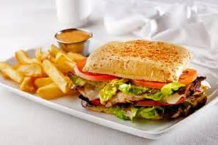 ¡Aprende cómo preparar un delicioso sándwich de pollo!