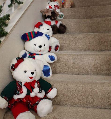 Aprende trucos para decorar escaleras en Navidad