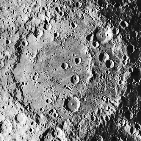 Archivo:Korolev crater 1038 med.jpg   Wikipedia, la ...